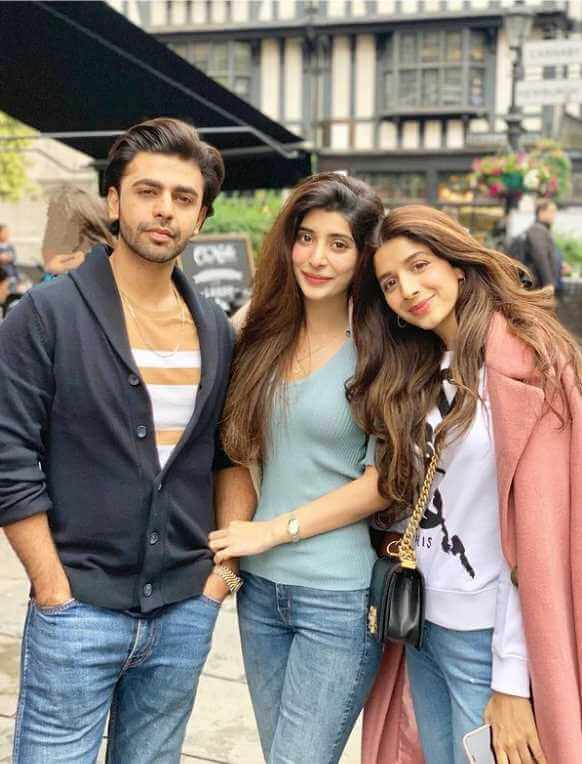 Mawra Hocane with her Sister and Brother